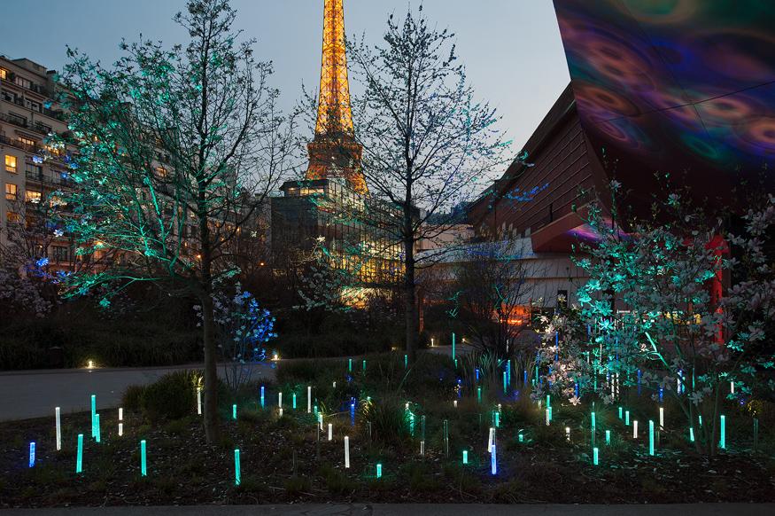 Le jardin du musée du Quai Branly conçu par le paysagiste Gilles ...