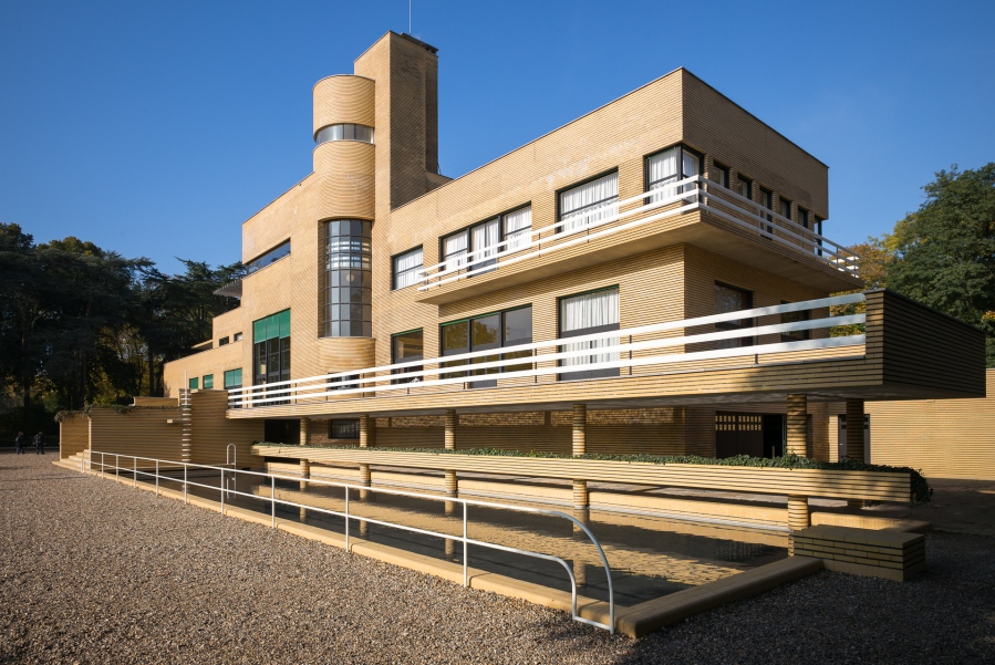 La Villa Cavrois par l'architecte Robert Mallet-Stevens, restaurée par le Centre des monuments nationaux (CMN). Croix, Nord-Pas-de-Calais, 2015.